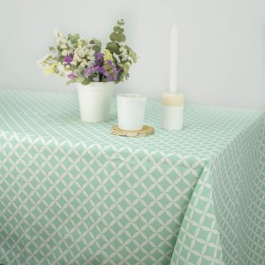 Tablecloth with white dots in Turquoise