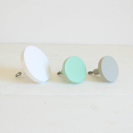 Trio colgadores gris, mint y blanco