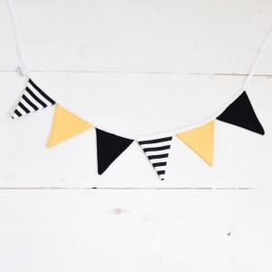 Guirnalda de banderines blanco, negro y amarillo