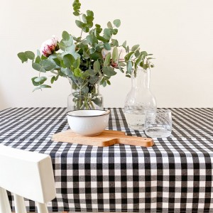 Black gingham stain-resistant tablecloth